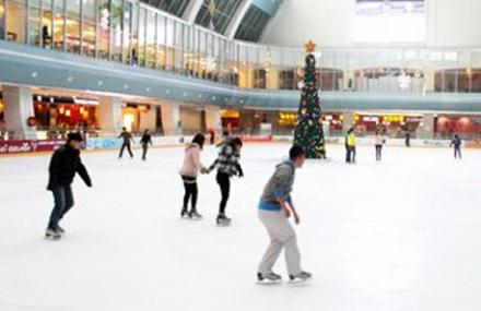 龙悦冰城滑冰