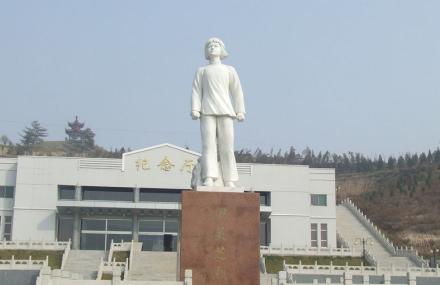 尹林芝烈士陵园