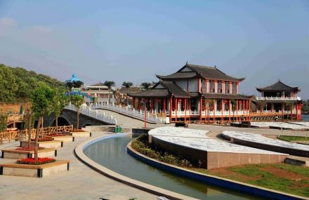 刘洪文化园海浪谷