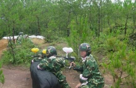 武龙彩弹拓展训练营
