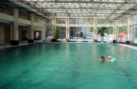 吉林长白山池西区温泉游泳馆