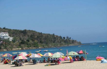 环岛海滨浴场