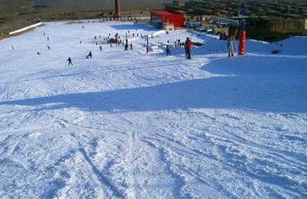 卧龙山滑雪场